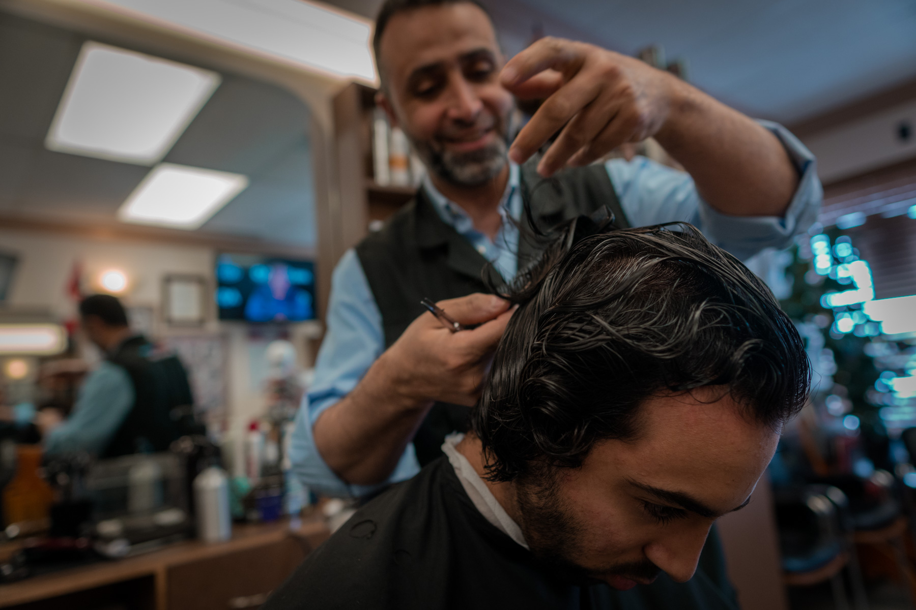 Supreme Mens Hairstyling The Essence Of Barber Shop